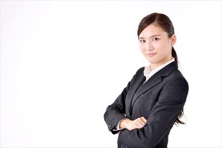 """<営業学>"""" /></p> <p>成績があがらない営業マンほど、懸命に仕事を頑張っています。日々、誰よりも遅くまで残業をして、社内の飲み会には必ず顔を出しています。多くの時間を仕事に捧げているのに、一向に成果があがりません。</p> <p>これは、力の入れどころが間違っていることに原因があります。営業マンとして頑張る対象をはき違えているのです。これについて、以下の動画講義で解説しています。</p> <div class="""